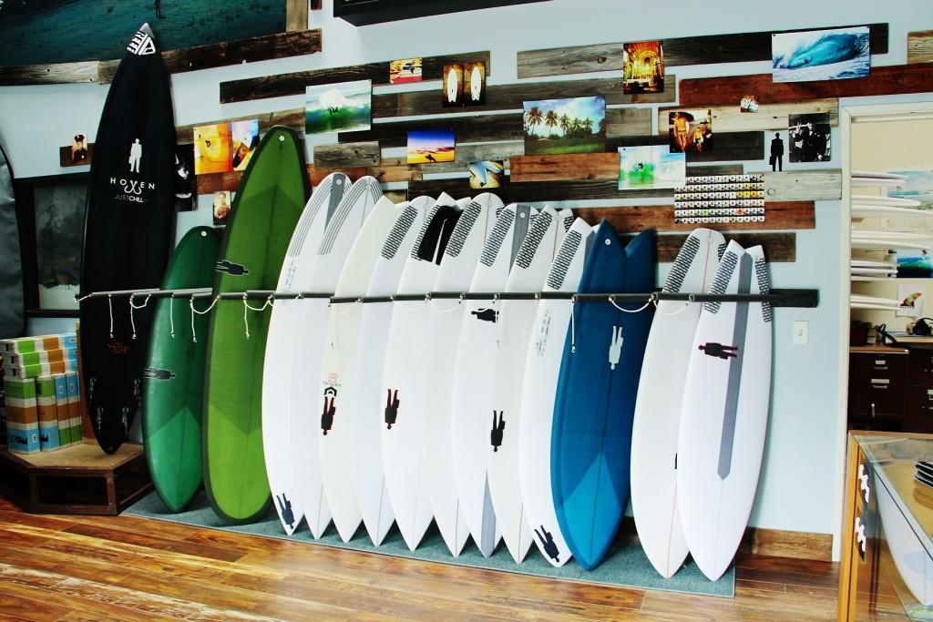 showroom-wood-behind-boards-greens